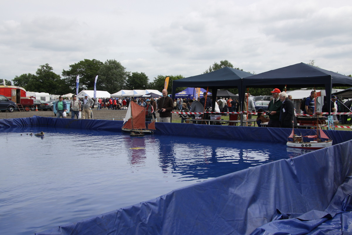 The enormous temporary pool which can accommodate all types of boats for display.